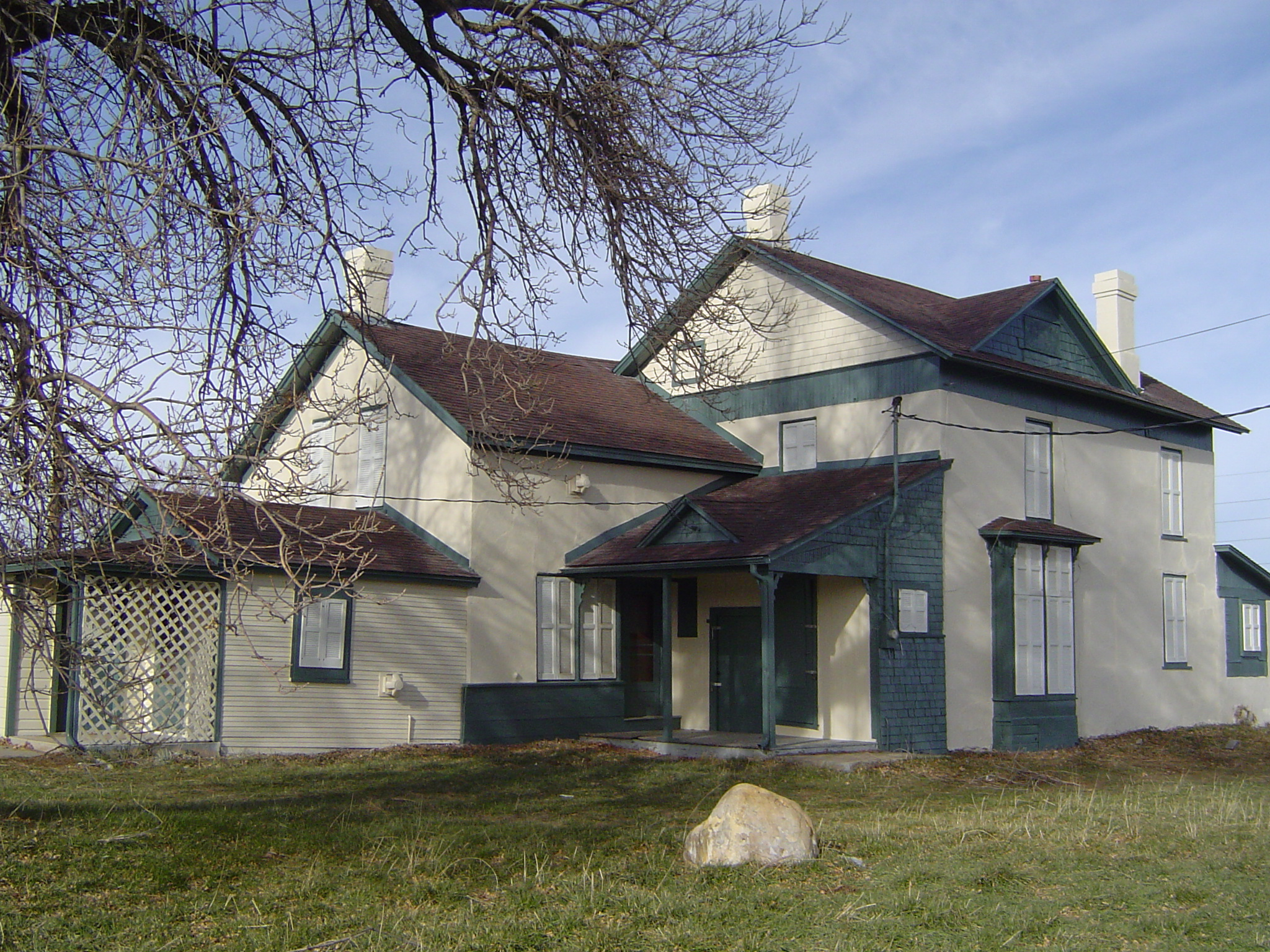 Historic farm house exterior painting update for boulder county open space division maurerpainting - Painting old houses exterior concept ...